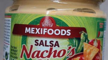 Sanidad alerta sobre una conocida salsa de queso mal etiquetada y pide no consumirla a alérgicos e intolerantes