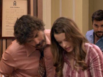 Lourdes y Guillermo aparecen en el hotel en busca y captura de la identidad falsa