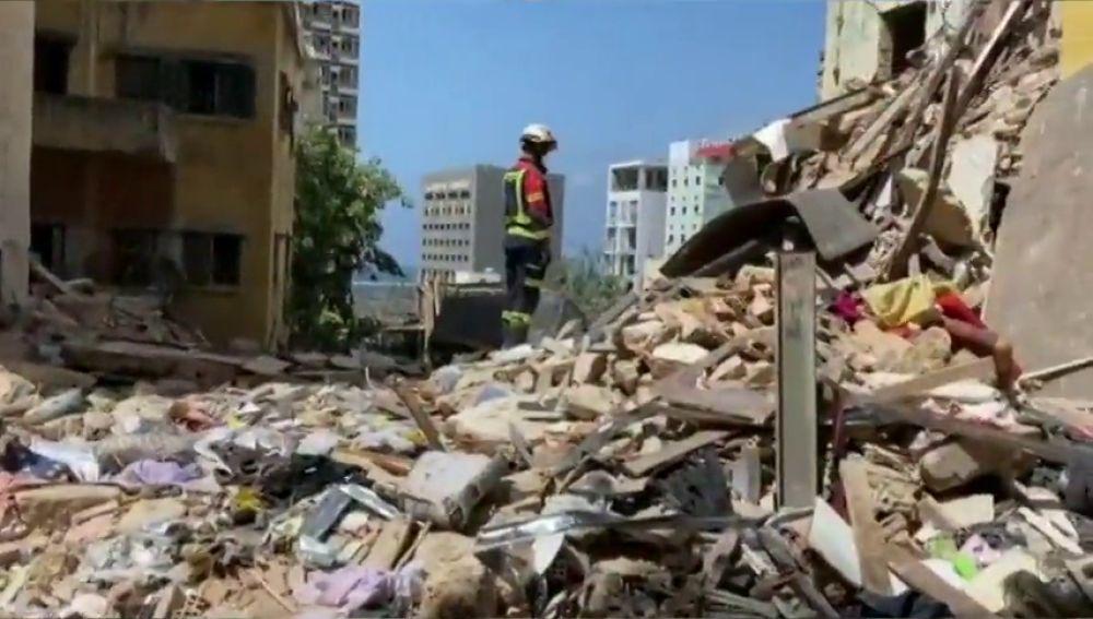 Bomberos de Málaga trabajan en las labores de rescate de Beirut tras las potentes explosiones
