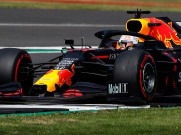 Verstappen sorprende a los Mercedes y gana en el GP 70 aniversario de la Fórmula 1