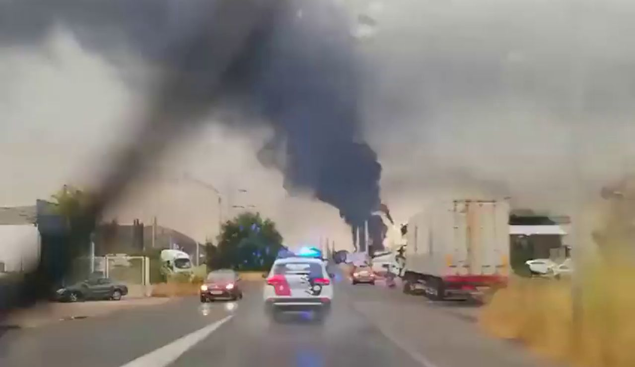 Incendio en el complejo petroquímico de Puertollano tras la caída de un rayo en un tanque de gasoil