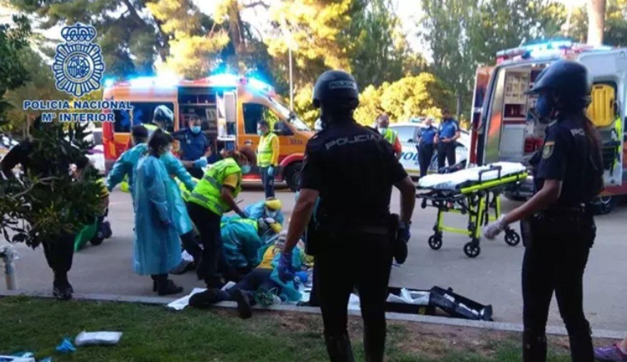 Dos policías a caballo y la 'Unidad Lince' del Samur salvan la vida a un hombre que sufrió un infarto en El Retiro