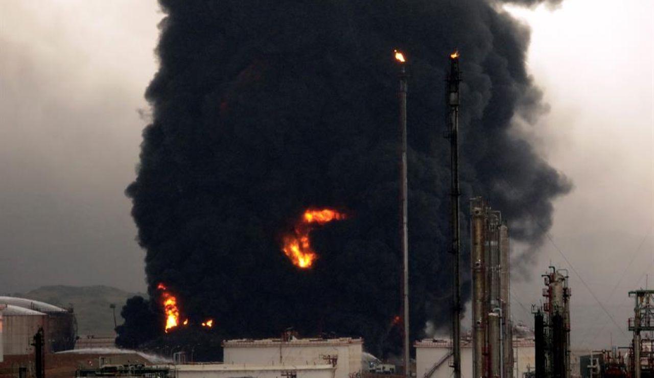 Incendio en un complejo petroquímico de Puertollano