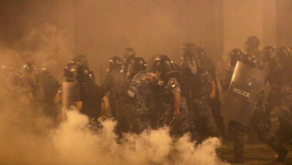 Continúan las protestas en Beirut tras la explosión