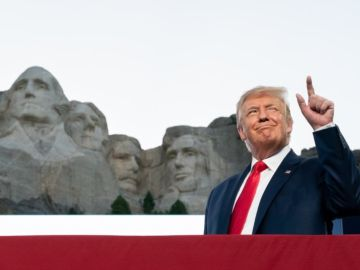 """Donald Trump, sobre añadir su rostro al monte Rushmore: """"¡Una buena idea!"""""""
