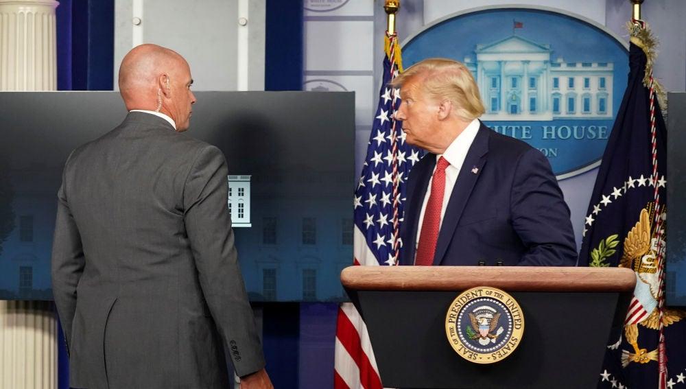 Donald Trump, obligado a abandonar una rueda de prensa por un tiroteo fuera de la Casa Blanca