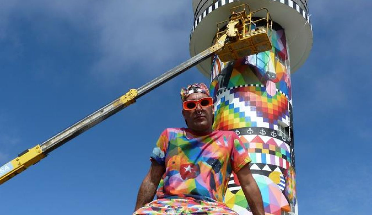 Polémica por la colorida intervención de Okuda en el cántabro Faro de Ajo