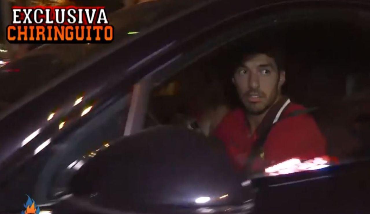 Graban a Leo Messi y a Luis Suárez a la salida de un restaurante de Barcelona
