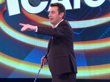 """Arturo Valls prueba su puntería jugando al golf… ¡contra los cámaras de """"¡Ahora caigo!""""!"""