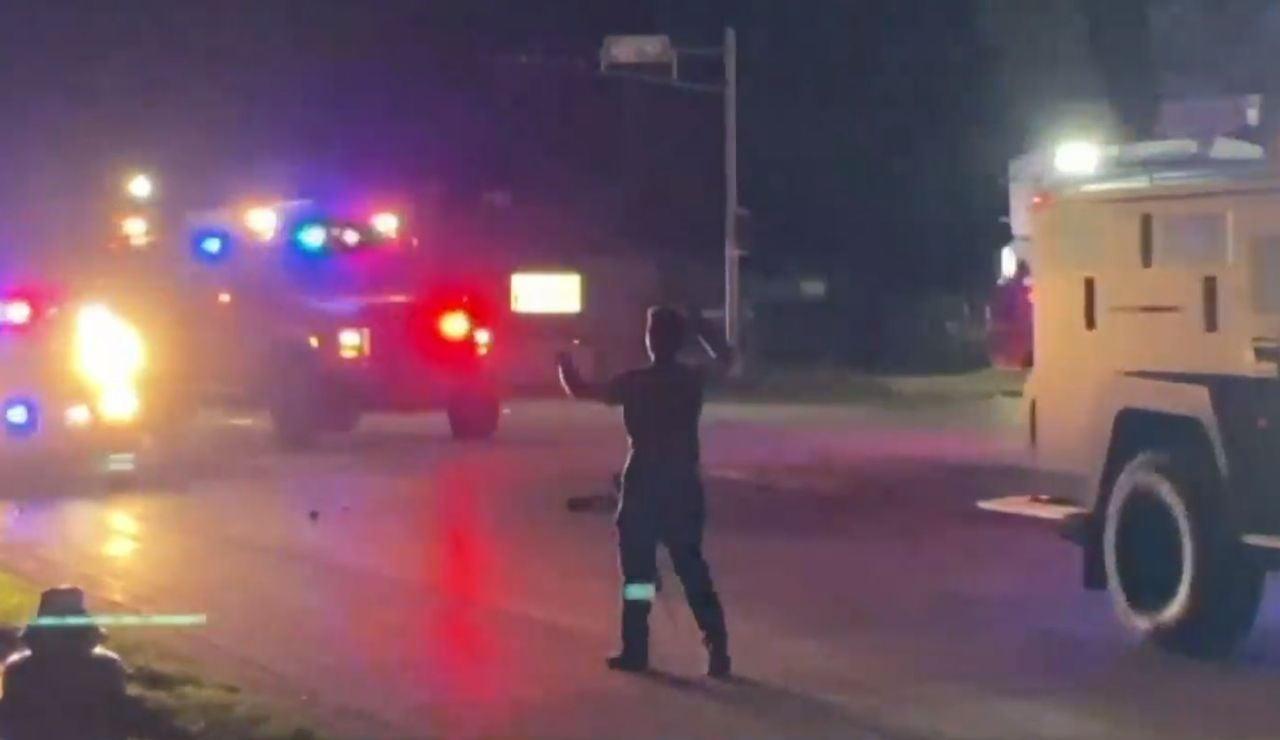 El joven de 17 años que mato a dos personas en una protesta en Wisconsin se enfrenta a seis cargos criminales