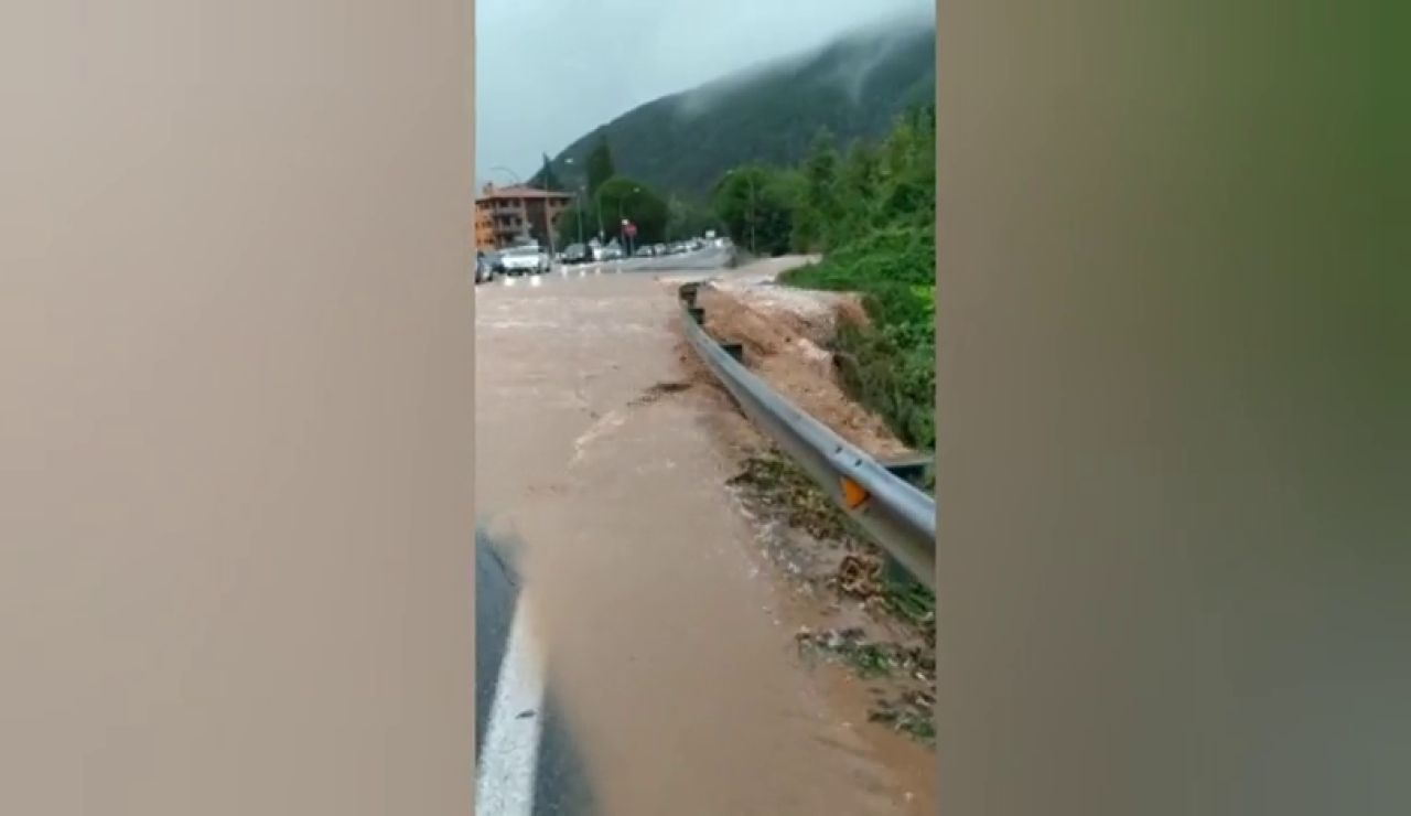 Las fuertes lluvias provocan inundaciones en el municipio gerundense de Ripoll