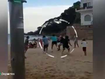 Brutal agresión del dueño de un restaurante en Girona a un joven al que se le cayó una pelota en su local