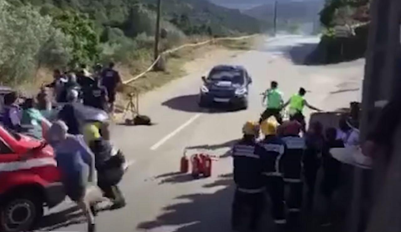 Las duras imágenes del espeluznante accidente con tres heridos en el Rally do Alto Tamega