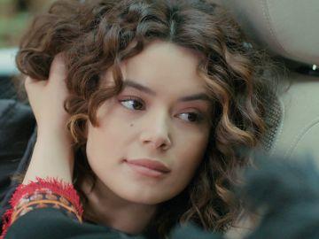 """Sirin revela su gran secreto a Yeliz: """"Ahora vas y se lo cuentas a Bahar"""""""