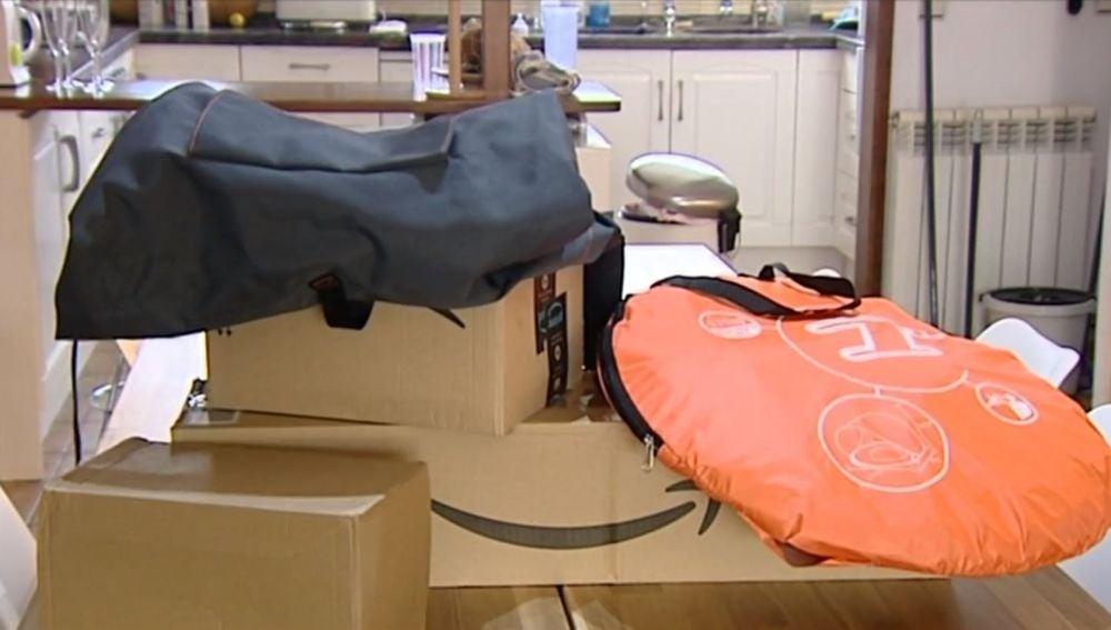 Una familia de Barcelona recibe desde hace un año misteriosos paquetes de Amazon que nunca han pedido