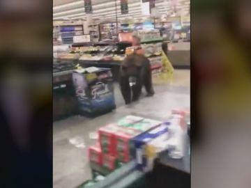 Oso en un supermercado