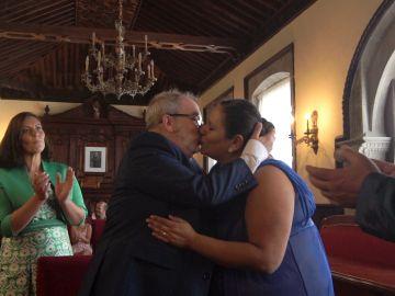 ¡Por fin se ha casado! José Ángel llega andando al altar el día de su boda