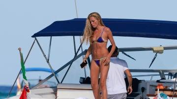 El corte del bikini de Esther Cañadas que demuestra lo muy morena que está