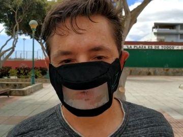 Marcos Lechet, un joven que ha reunido 70.000 firmas para que homologuen las mascarillas transparentes