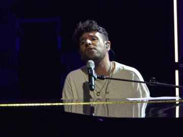 Pablo López durante uno de sus conciertos