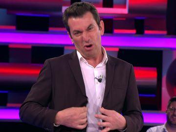 La sorprendente reacción de Arturo Valls a la propuesta de una concursante para cambiar su traje