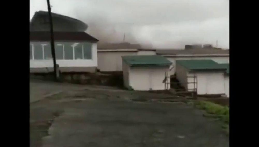 Espectaculares imágenes del tifón Maysak en la costa del mar de Japón