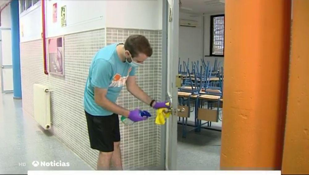 Los profesores apuran las últimas horas preparando las clases para la vuelta al cole en el curso del coronavirus