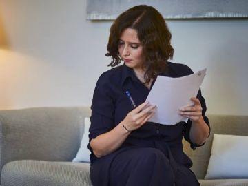 "Isabel Díaz Ayuso critica duramente a Pedro Sánchez al que acusa de ""estar ausente"" este verano"