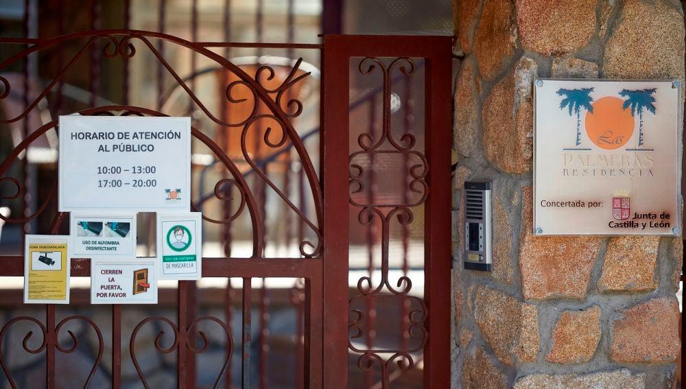Acceso de la residencia de mayores de la localidad abulense de Candeleda