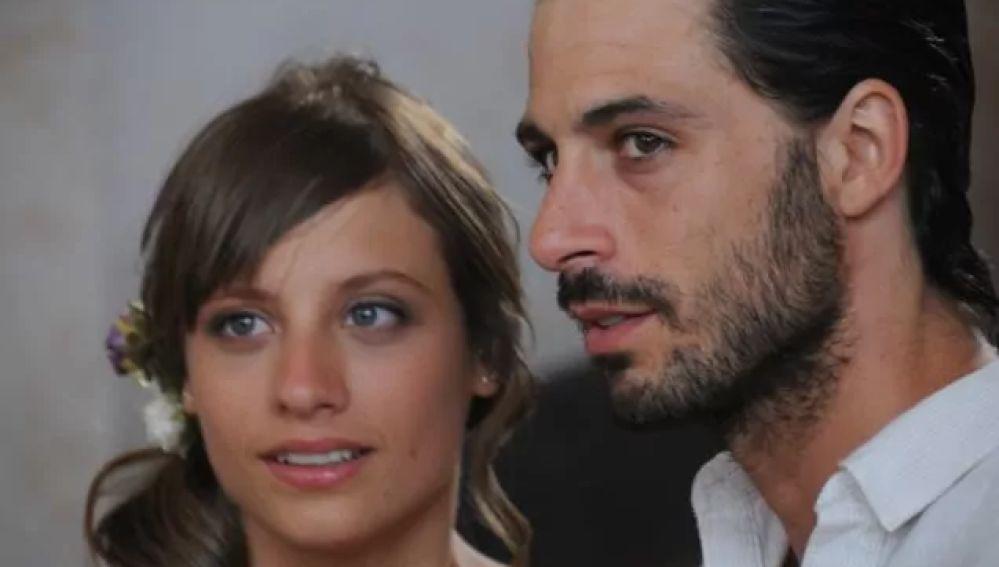 Michelle Jenner y Hugo Silva en 'Los hombres de Paco'