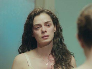 """Bahar se desnuda ante su madre: """"Quiero que no olvides cómo has abandonado a tu propia hija"""""""