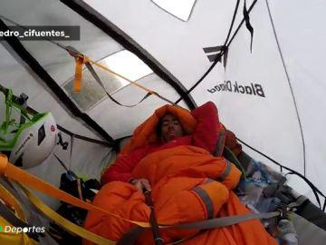 Mes y medio colgados de una hamaca en una pared: las arriesgadas ascensiones de los escaladores más intrépidos
