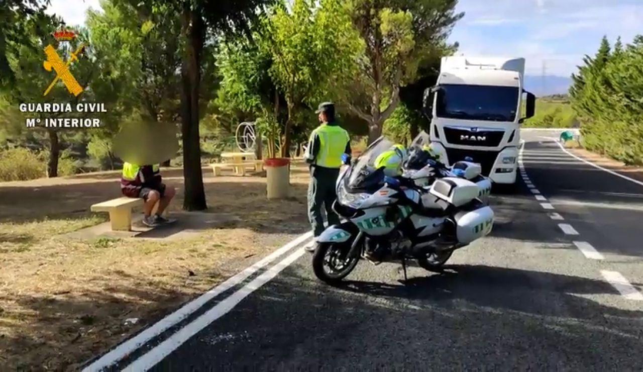 Un camionero avisa a la Guardia Civil de que conduce ebrio para ser despedido y poder jubilarse