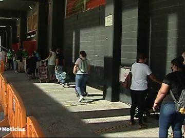El Banco de Alimentos de Valencia reparte en Mestalla comida para más de 5.000 familias durante la crisis del coronavirus