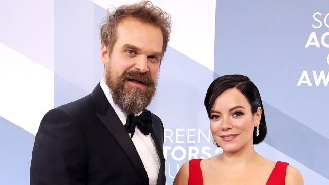 David Harbour y Lily Allen en los SAG Awards
