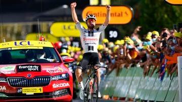 Marc Hirschil celebra su victoria en la meta de Sarran