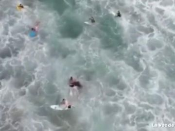 Rescatan a un bañista con un dron
