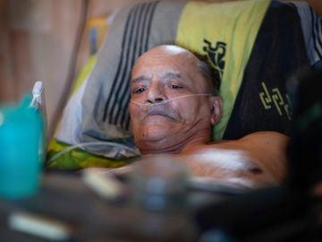 Alain Cocq, el francés que lucha por la legalización de la eutanasia, renuncia a dejarse morir y acepta ser alimentado