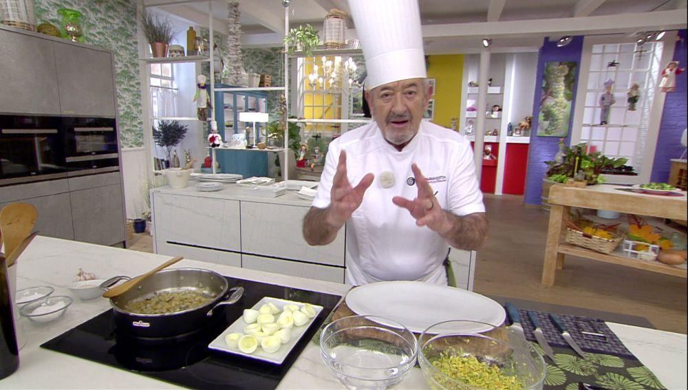 El truco de Karlos Arguiñano para rellenar los huevos con las manos sin que se pegue la masa