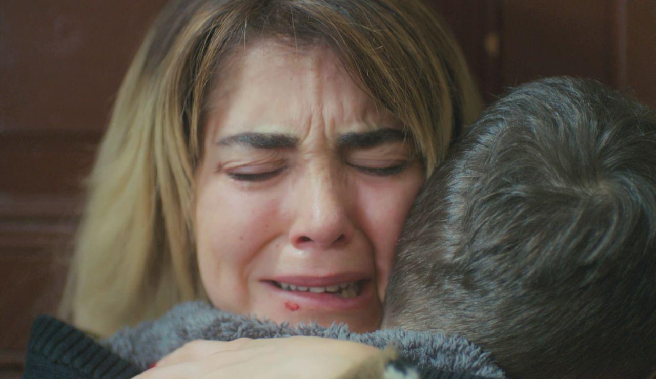 Ceyda recupera la sonrisa gracias a Hikmet: el entrañable reencuentro con su hijo