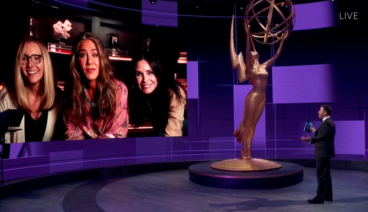Lisa Kudrow, Jennifer Aniston y Courteney Cox en los Emmy 2020