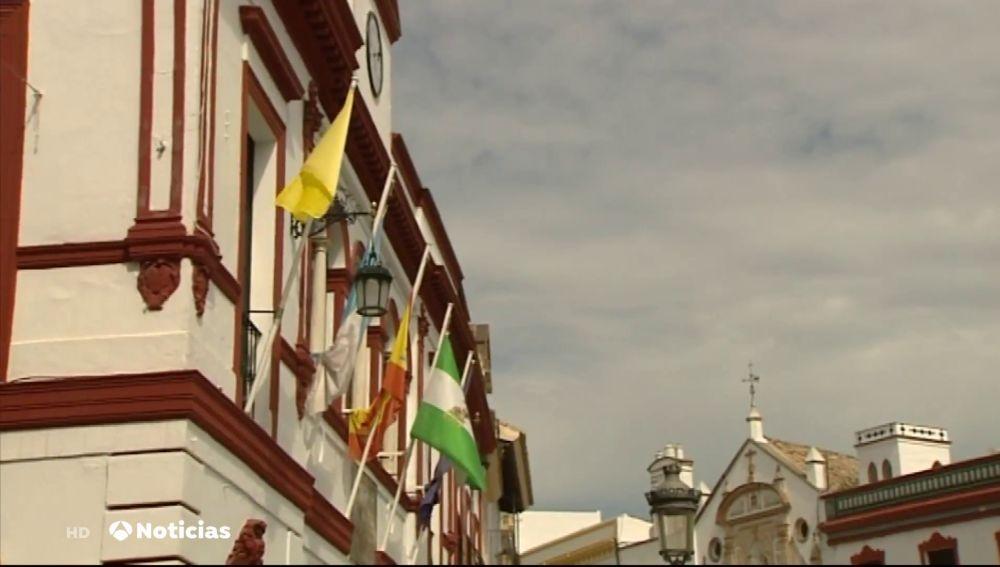Lebrija, el pueblo que iza banderas de colores diferentes en función de sus casos de coronavirus: desde la verde a la roja