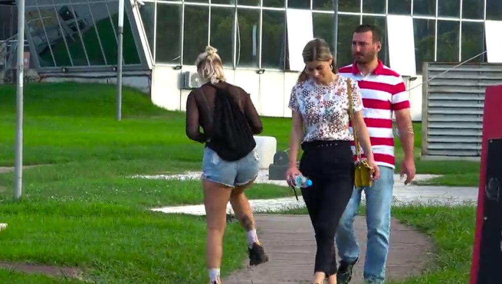 VÍDEO: Una youtuber se dedica a gastar bromas tirándose pedos en público