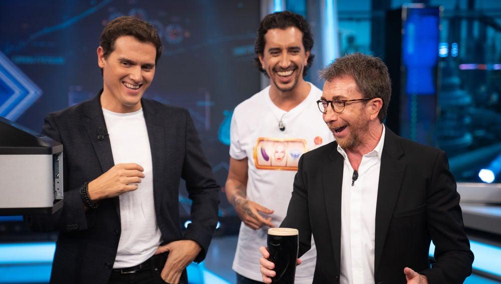 Albert Rivera y Pablo Motos se convierten en auténtica espuma de cerveza en 'El Hormiguero 3.0'