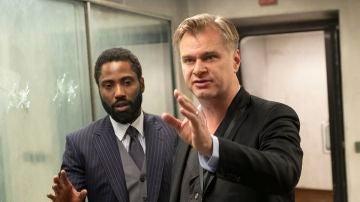 John David Washington y Christopher Nolan en el rodaje de 'Tenet'