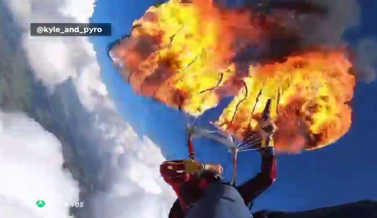 Un paracaidista incendia su paracaídas a 2.300 metros de altura en busca de emociones fuertes