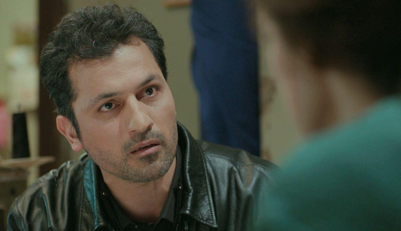 Arif declara su amor a Bahar en un inesperado y romántico ataque de sinceridad