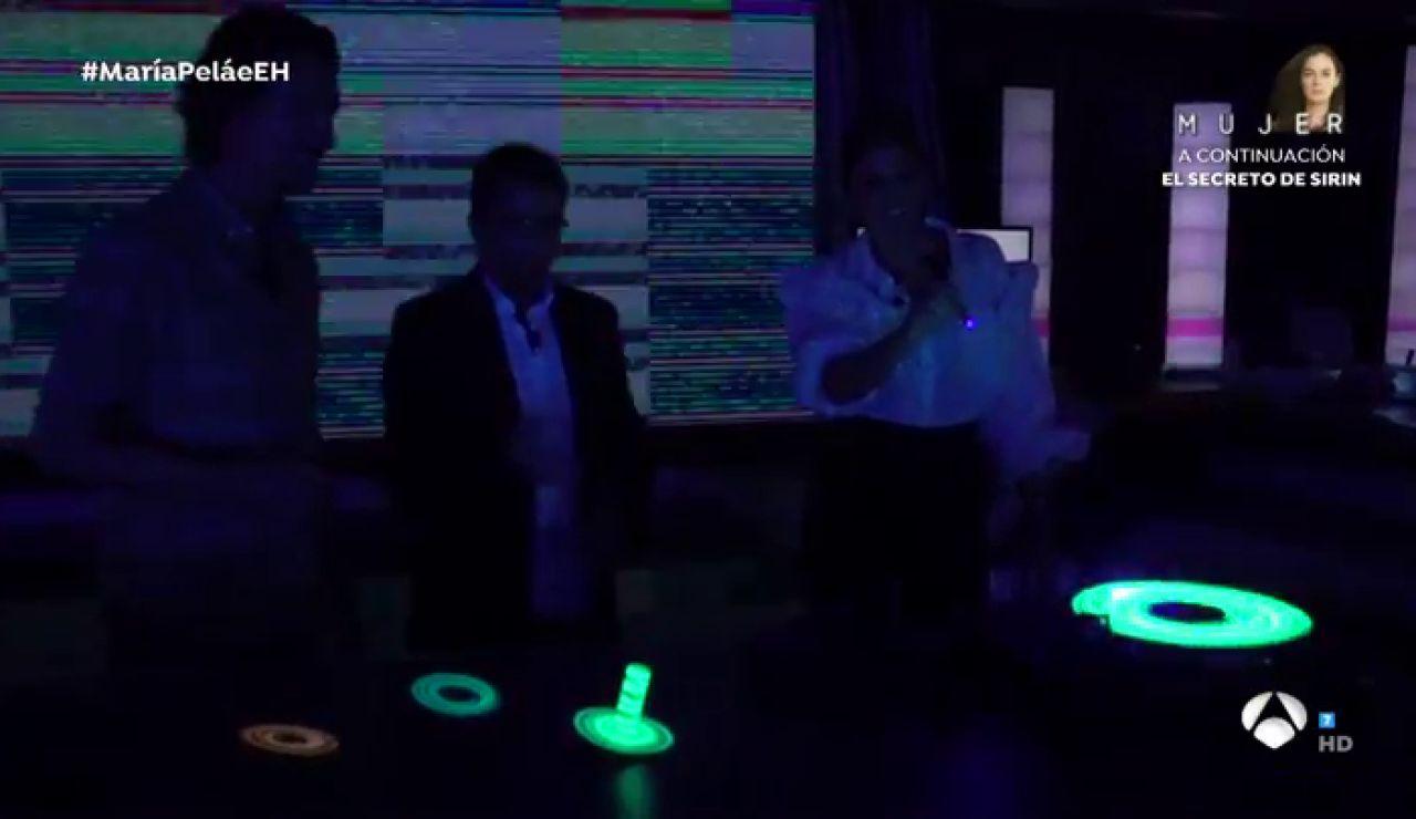Estelas de luz en la oscuridad, el original y artístico experimento de Marron en 'El Hormiguero 3.0'