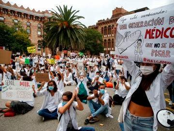 Cientos de MIR protestan en Cataluña