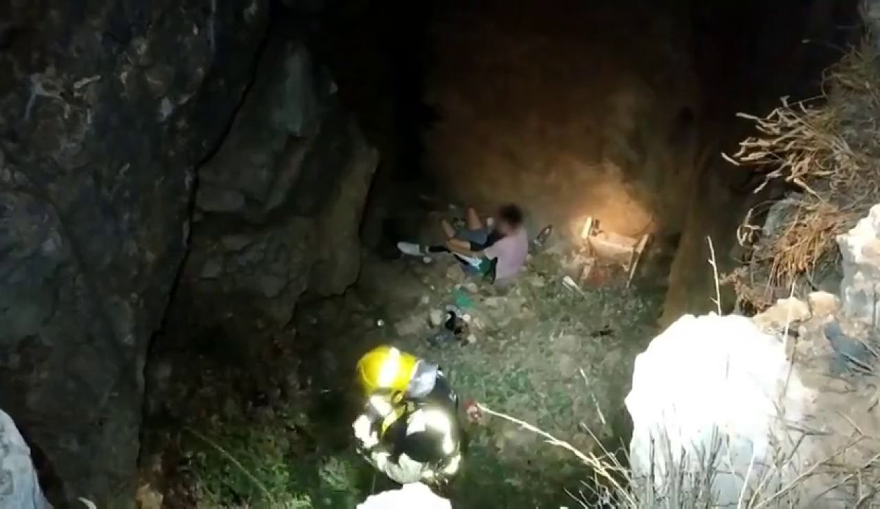 Rescatan a una joven tras caer a un pozo de 7 metros en Málaga cuando intentaba hacerse un selfie